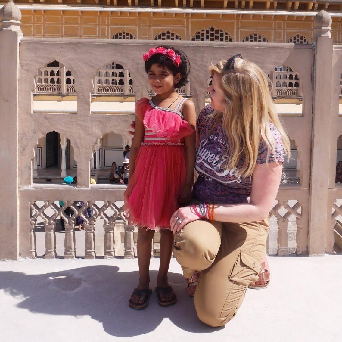 Rencontre avec une adorable fillette à Jaipur